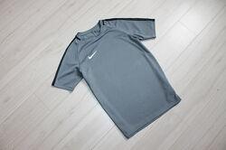 Футболка для спорта на 10 лет Nike