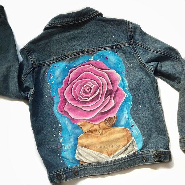 Стильная модная яркая джинсовка джинсовая куртка пиджак с цветами розами