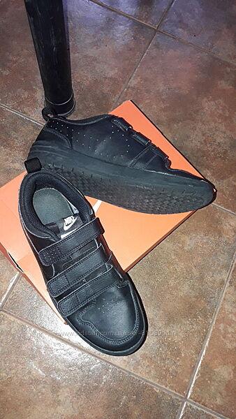 Из натуральной кожи кроссовки Nike. Размер евро 38.5 см.