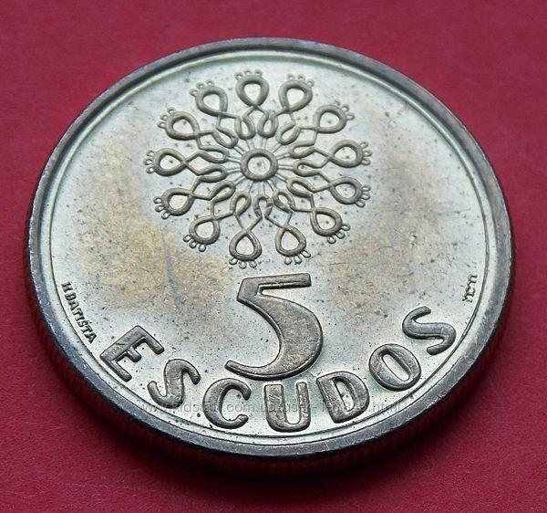 Монета Португалии 5 эскудо