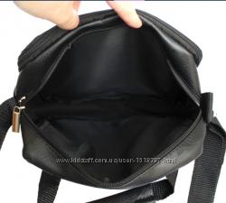 Современная мужская сумка с металлический логотипом. Можно носить на плече