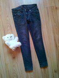 Зауженные джинсы на девочку подростка от Cracpot.