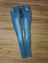 Хорошенькие модные укороченные джинсы для девочки от Kids , рост 152 см