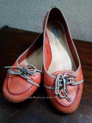 Кораловые кожаные туфли