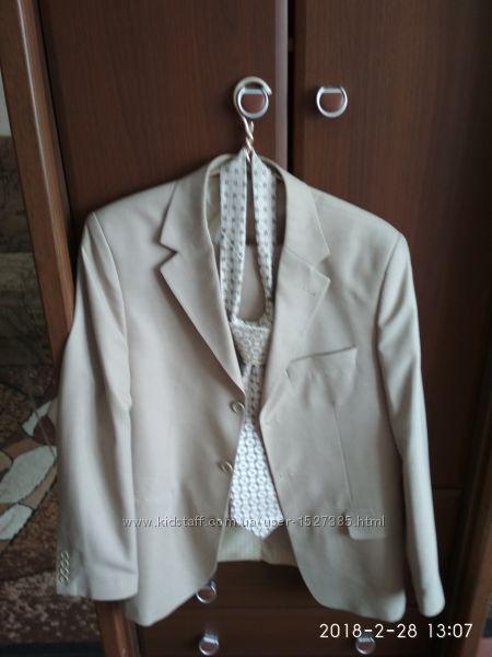 Продам деловой костюм летний