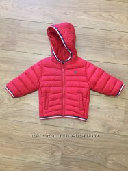 Куртка подойдет и для мальчика и для девочки.