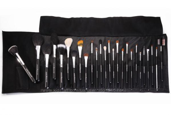 Набор кистей для макияжа Armee Beaute в черном чехле