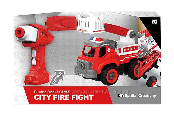 Пожарная машина с лестницей на р/у, 33 детали, конструктор от TM HULNA