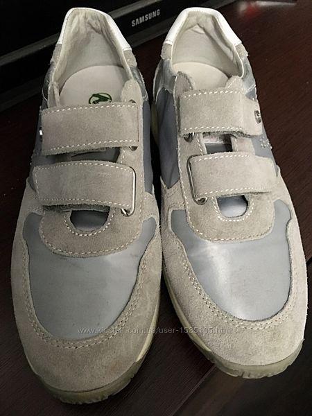 Продам фирменные кроссовки Naturino 35 р