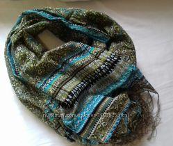 Стильные, фирменные шарфики.