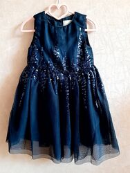 Нарядное платье на девочку с пайетками 4-5л.