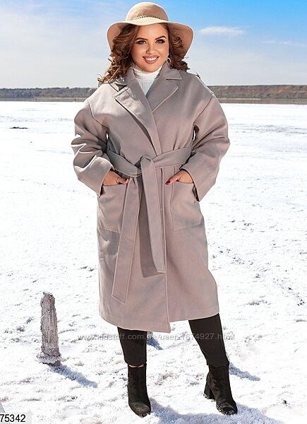 Кашемировое пальто с подкладкой. Завязывается на запах.