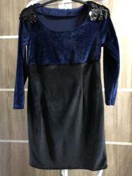 Нарядное бархатное платье с пайетками