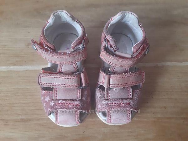 Босоніжки сандалі для дівчинки фірми DDStep