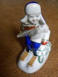 Фарфоровая статуэтка Юный лыжник .