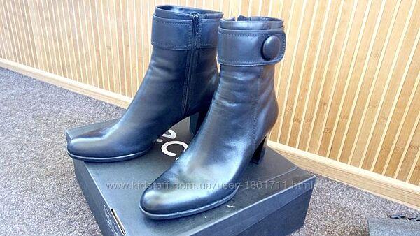 Нові чоботи Ecco
