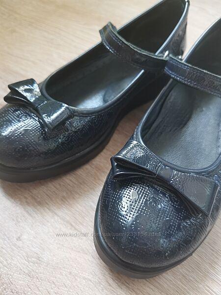 Туфли девочке кожаные лаковые Pafi