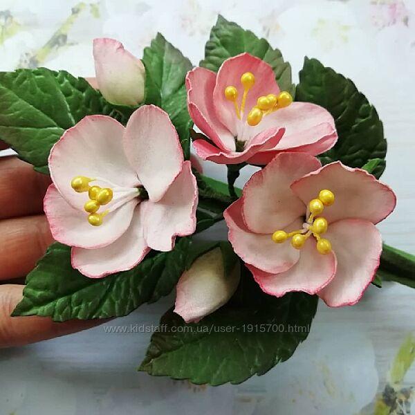 Заколка з квітами із фоамірану