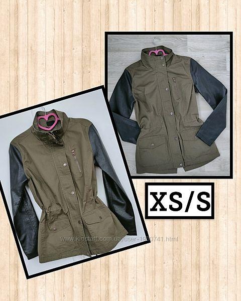 Легкая куртка с кожаными эко кожа  рукавами, парка цвет хаки TakkoXS/S