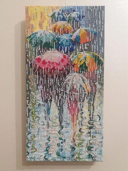Продам картину вышитую бисером Веселые зонтики