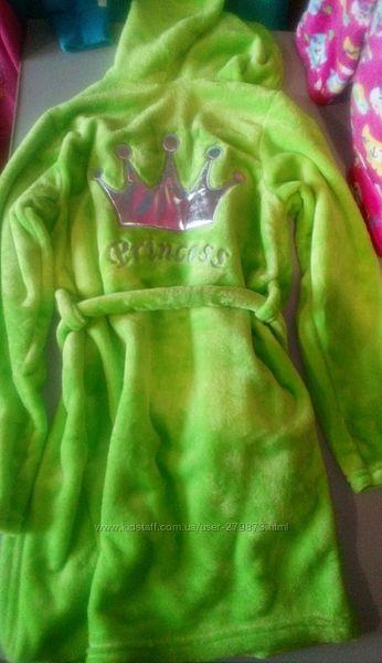 Новый халат на девочку из велсофта. 28, 30, 38 размеры.