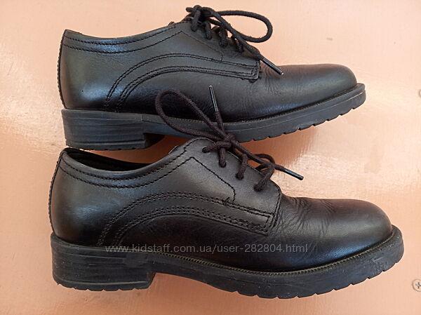Класичні шкіряні туфлі хлопчику 30 розмір