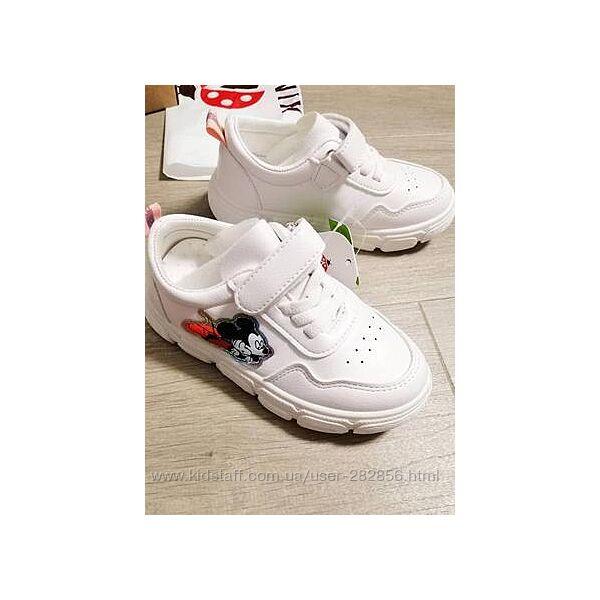 Стильные кроссовки с микки